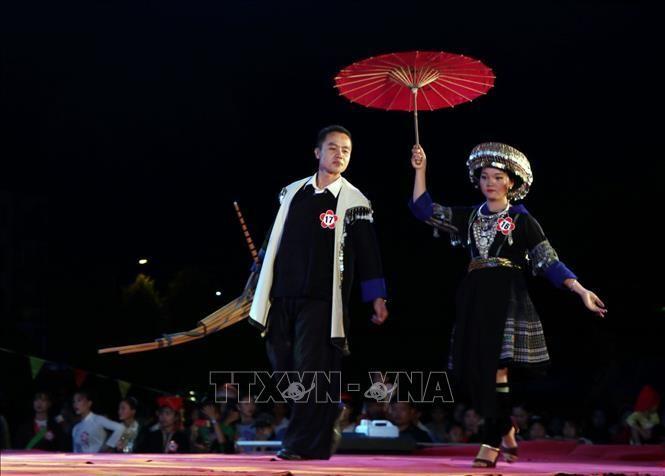 Trình diễn trang phục của đồng bào dân tộc Mông tại Ngày hội văn hóa thể thao các dân tộc huyện Than Uyên (Lai Châu) lần thứ VIII. Ảnh (tư liệu) minh họa: Quý Trung/TTXVN