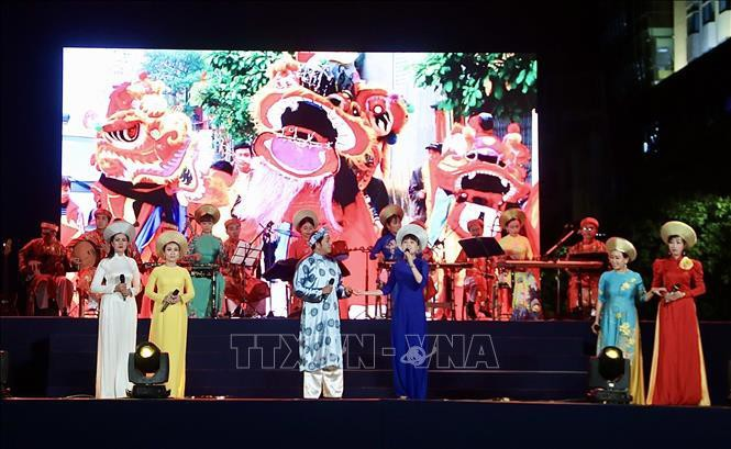 Tiết mục đờn ca tài tử do Trung tâm ca nhạc nhẹ TP Hồ Chí Minh biểu diễn. Ảnh (tư liệu) minh họa: Thu Hương/TTXVN