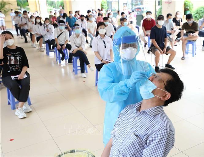 Hà Nội sàng lọc ca nhiễm SARS-CoV-2 trong cộng đống. Ảnh: TTXVN