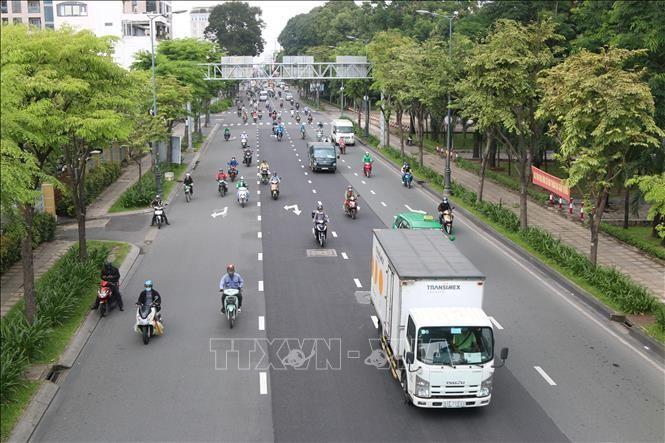 Các loại phương tiện di chuyển đông đúc trên đường Hoàng Văn Thụ, TP Hồ Chí Minh, ngày 1/10/2021. Ảnh minh họa: Xuân Tình/TTXVN