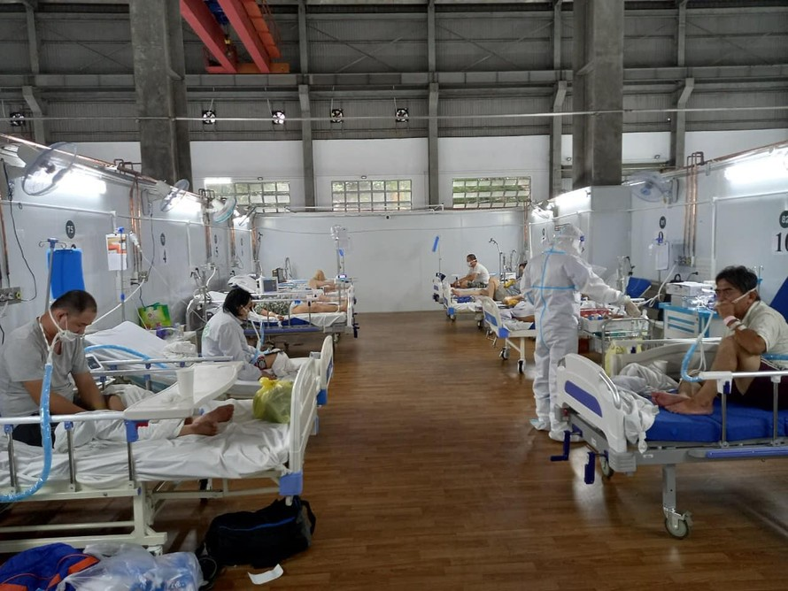 Trung tâm Hồi sức Tích cực COVID-19 do Bệnh viện Bạch Mai phụ trách tại Bệnh viện Dã chiến 16 TP Hồ Chí Minh. Ảnh: BYT