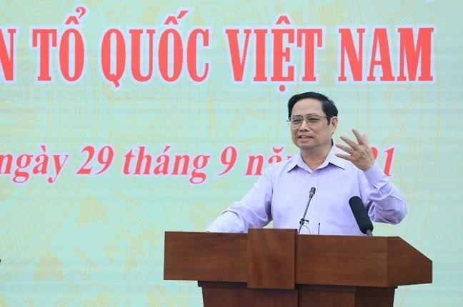 Thủ tướng Chính phủ Phạm Minh Chính: MTTQ Việt Nam và các tổ chức chính trị - xã hội phối hợp chặt chẽ, thường xuyên hơn nữa với Chính phủ trong việc tiếp tục nghiên cứu, hoàn thiện pháp luật về giám sát và phản biện xã hội để phát huy vai trò giám sát của nhân dân.