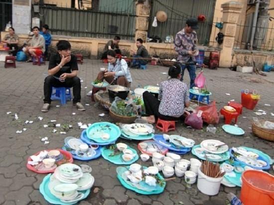 Ngẫm chuyện thói quen 'ăn bẩn' của người Việt