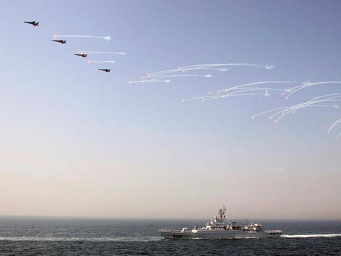 TQ ngang ngược đưa tàu chiến hiện đại tới tập trận ở Biển Đông
