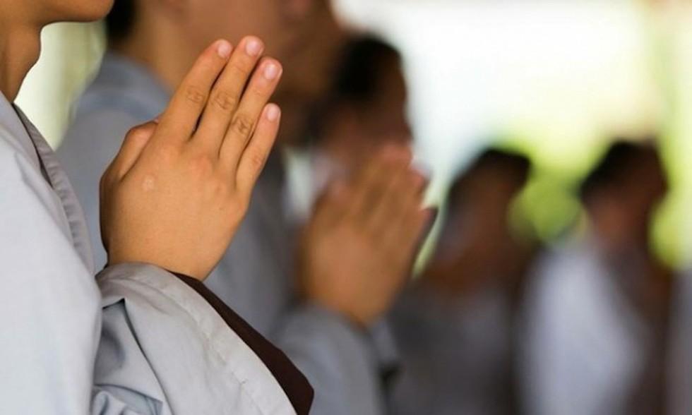 """""""Tôi mạo muội góp ý các Phật tử chỉ nên vào mạng xã hội để nghe pháp"""" - ThS.BS Nguyễn Đình Tạo - Ảnh minh họa"""