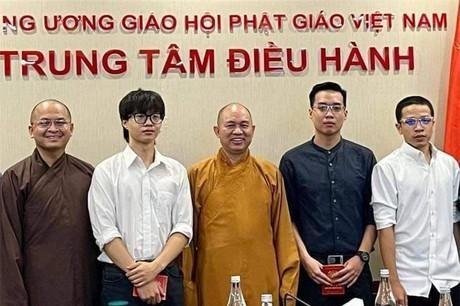 Nhóm Rap Nhà Làm đến xin lỗi Giáo hội Phật giáo Việt Nam ngày 6-10 - Ảnh: Giáo hội Phật giáo Việt Nam.