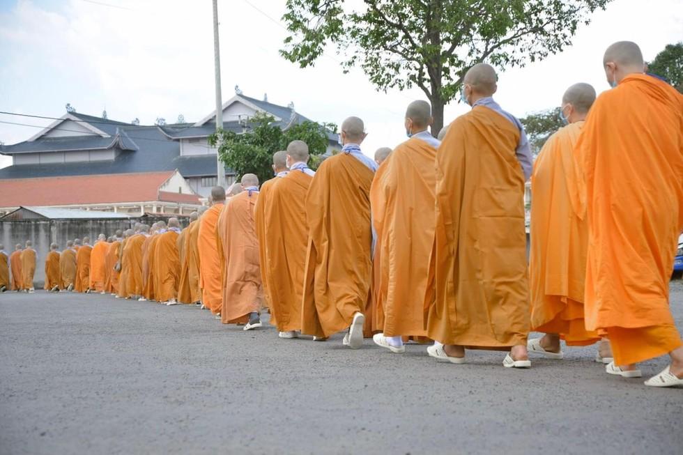 """Giới luật là điều cần thiết nhất cho người xuất gia vì """"Giới luật là thọ mạng của Phật pháp."""