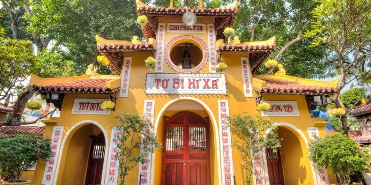 Giáo hội Phật giáo Việt Nam kêu gọi Tăng Ni, Phật tử cả nước cấm túc, ở yên một chỗ tụng kinh cầu nguyện đẩy lùi dịch Covid-19.